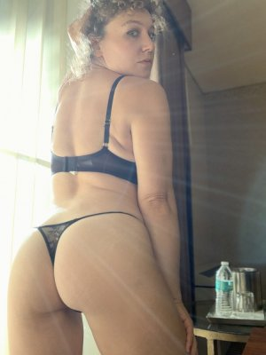 Aona erotic massage in Lealman and escort