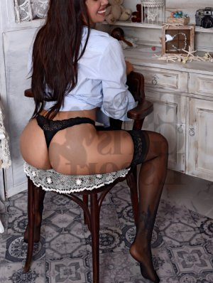 Lidia escort girl in Maple Heights OH and nuru massage