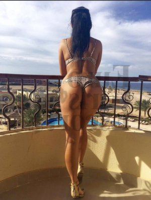 Laureana live escort in Garden City New York & erotic massage