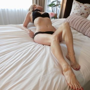 Armelle erotic massage and live escort