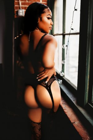 Silvy live escort in Middle Valley Tennessee, tantra massage